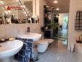 Tageslicht-Bad mit Wanne und Dusche