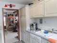 Der Essbereich liegt direkt vor der Küche