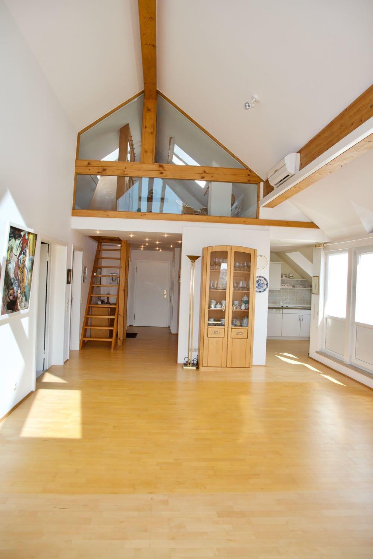 Blick zur Galerie / Studio