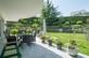 Teilweise überdachter Gartensitzplatz