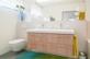 Tageslichtbad mit Wanne, Doppellavabo und WC