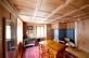 Wohnzimmer mit Gussofen
