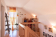 Galerie und Holztreppe