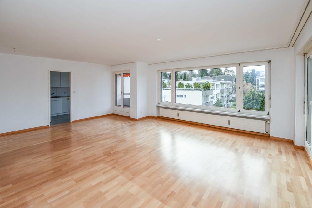 Miete: attraktive Attika-Wohnung an ruhiger Lage