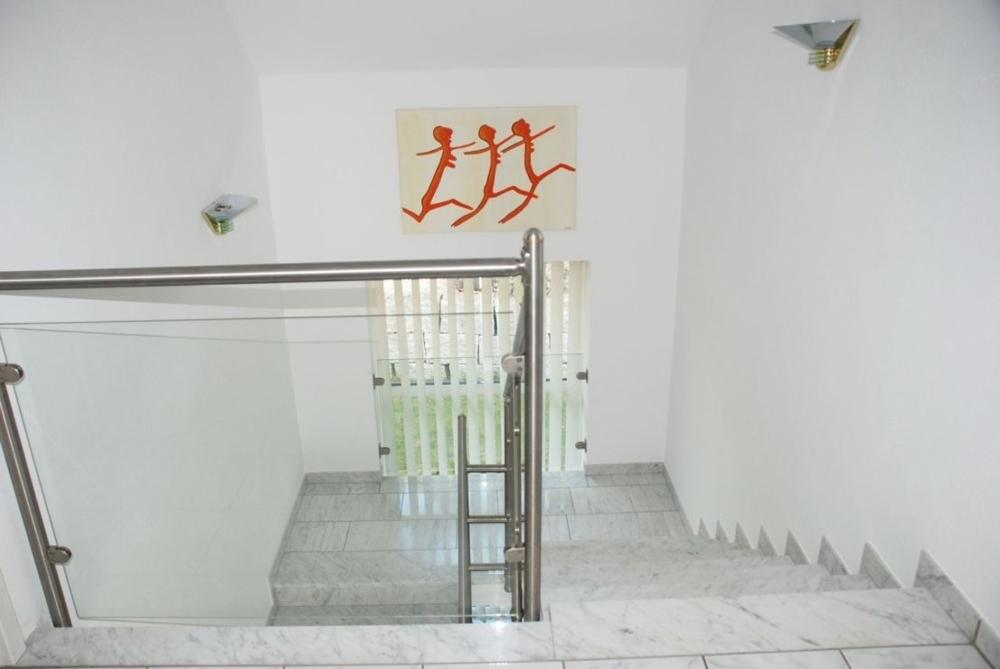 Treppenhaus mit Marmortreppe
