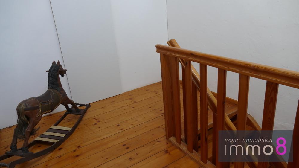Flur und Treppenaufgang OG