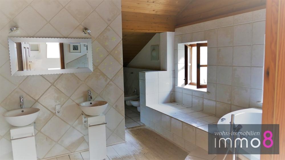 Badezimmer mit Eckbadewanne