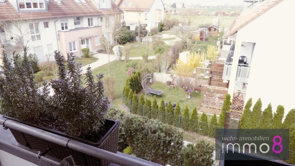 freier Blick ins Grüne über den Kräutergarten