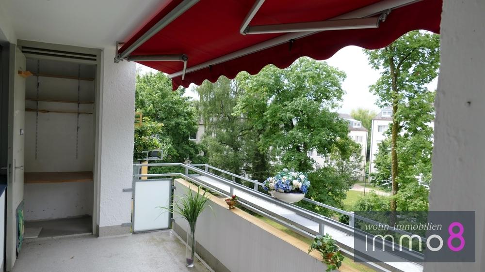 mit direktem Zugang zum Balkon und Staumöglichkeiten
