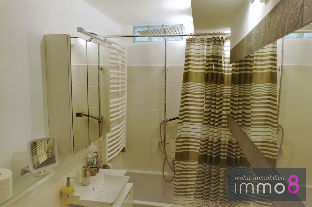 Badezimmer mit Regendusche und Fußbodenheizung