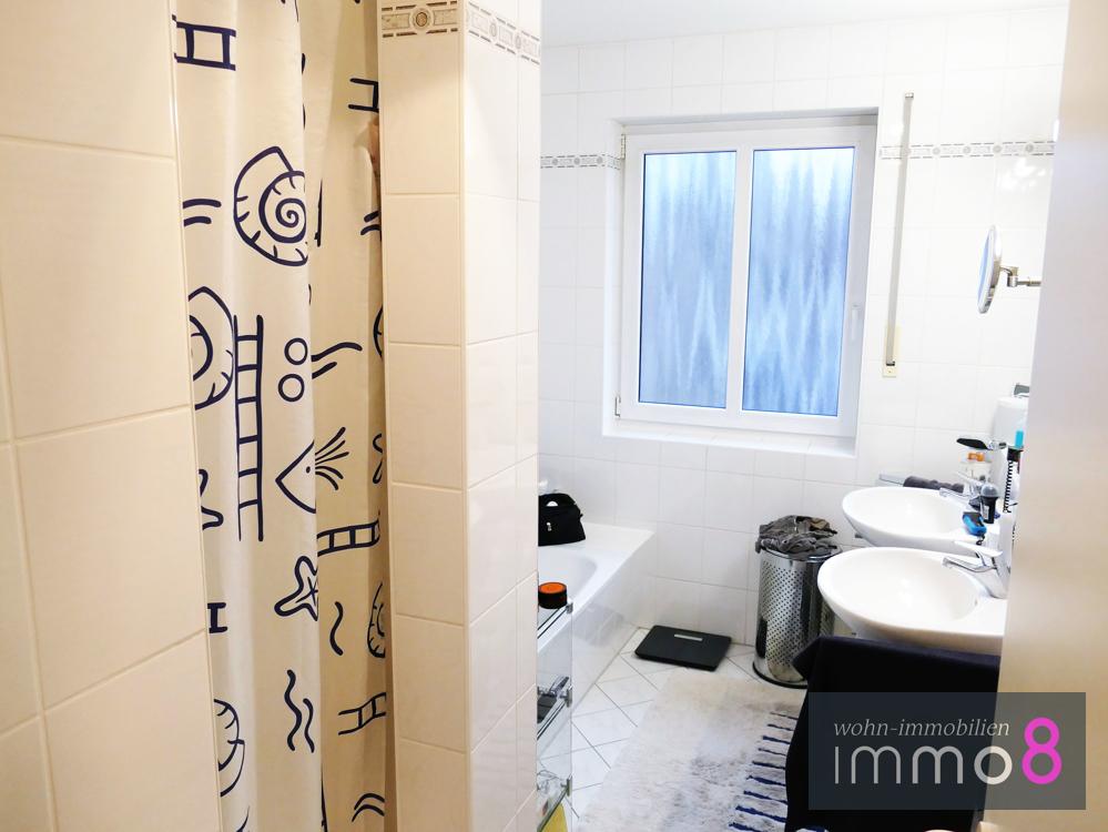 gesamt drei Badezimmer