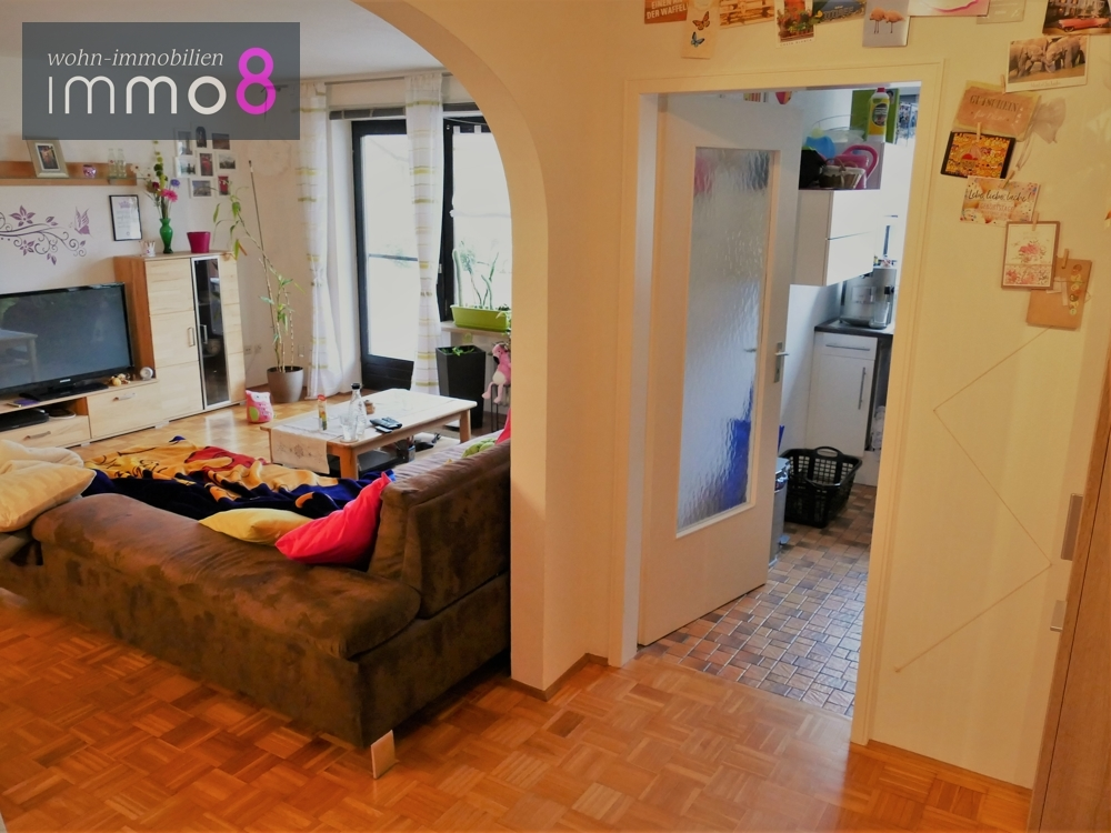 Blick zum Wohnzimmer & Küche
