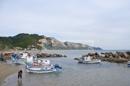 Strand mit kleinem Hafen