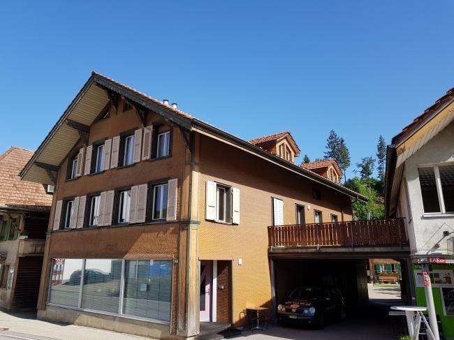 4 Familienhaus mit Coiffeur Seitenansicht