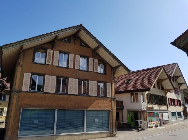 4 Familienhaus mit Coiffeur von Links