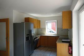 Wohnküche mit Einbauküche