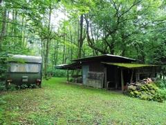 Grillhütte mit Wohnwagen