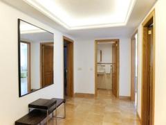 007 Entrance hall