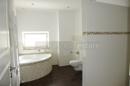 Hauptbad mit Eckwanne & Dusche