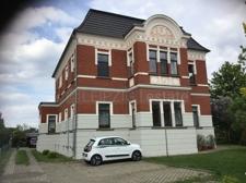 Villa Vorderansicht 2