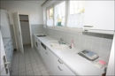 Einbauküche mit kleinem Abstellraum