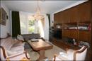 Wohnzimmer mit davorliegender Terrasse