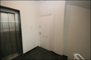 Treppenhaus mit Fahrstuhl