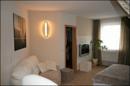 Schlafzimmer und Zugang zum Ankleidezimmer