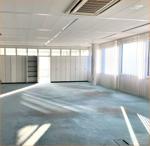 Großraumbüro mit Einbauschränken