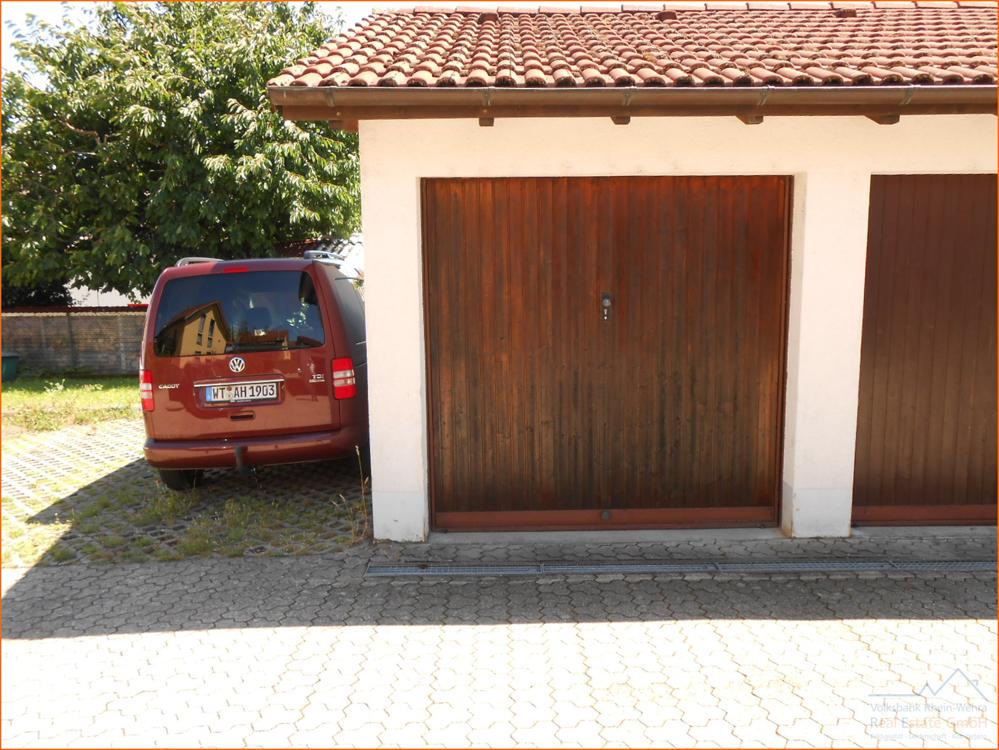 Garage mit Stellplatz