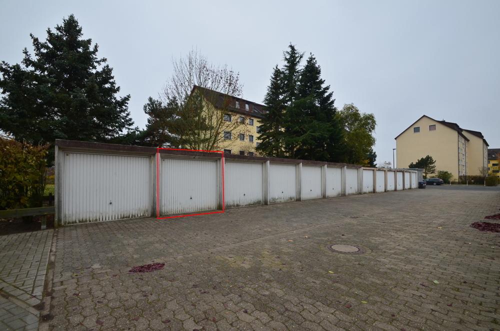 Garagenhof mit der dazugehörigen Garage