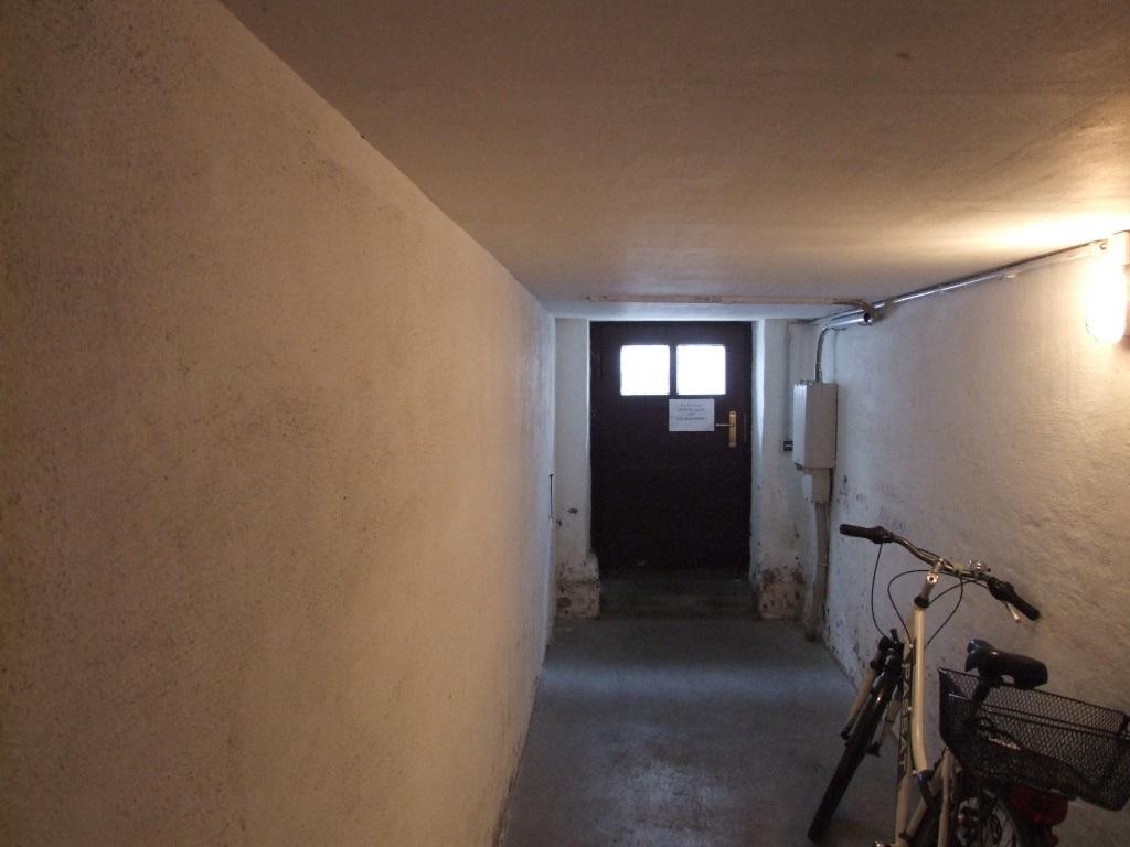 Zugang Straße - Keller