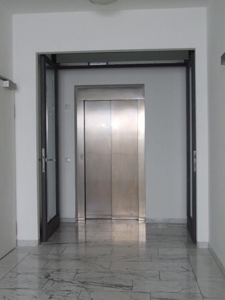 Aufzug in Zugang II