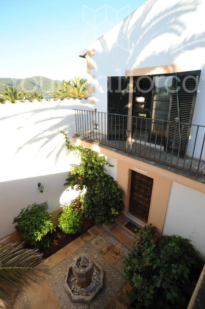 courtyard-&-master-bdrm-front-terrace_0833